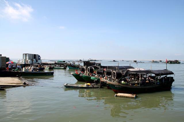 东海岛位于湛江东南方,距湛市区仅51公里,是广东省第一大海岛,也是