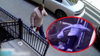 又一起!纽约街头亚裔妇女遭黑人一脚踹翻后猛踢,一旁保安见状默默关门