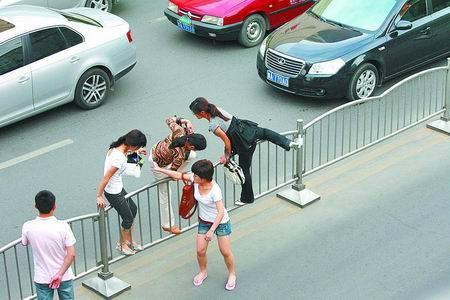 """""""中国式过马路""""横行霸道,车主利益到底有没有人管! - 真光 - 真光 的博客"""