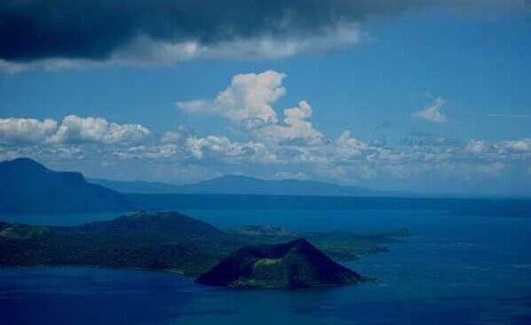 菲律宾火口湖.位于吕宋岛西南部.