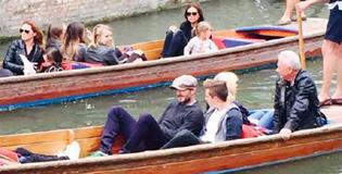 小贝全家剑桥游船 与大儿子畅聊