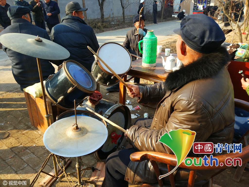 【转】北京时间      农村葬礼现架子鼓、键盘手 吊唁者围观不哭反笑 - 妙康居士 - 妙康居士~晴樵雪读的博客