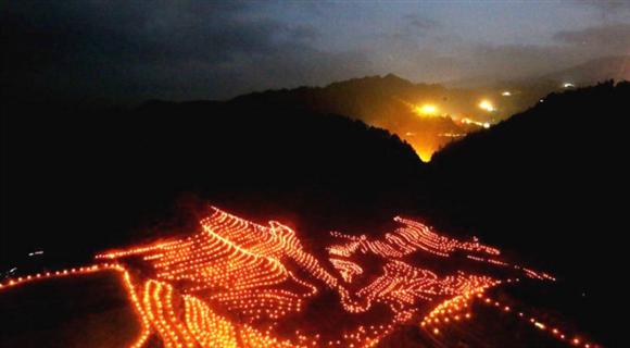 桂林:点燃万支火把迎中秋