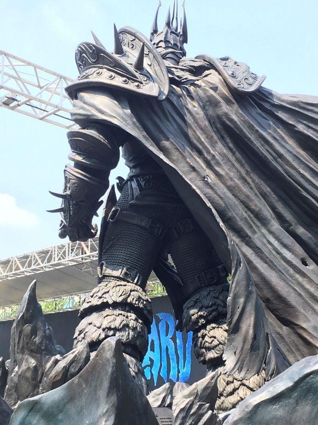 《魔兽世界》阿尔萨斯巨型雕像落成台中市