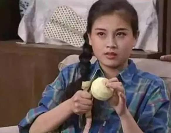 2001年赵明明在电视剧《摩登家庭》中赵明明饰演了一个长期家庭暴力