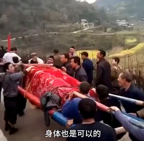 【转】北京时间      老汉给自己办葬礼 活人坐棺材 - 妙康居士 - 妙康居士~晴樵雪读的博客