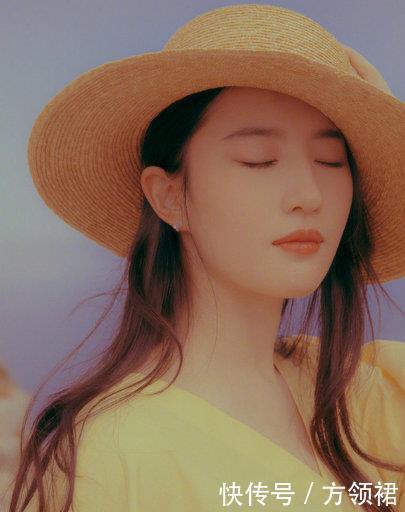 32岁刘亦菲一袭黄裙宛如少女,美到移不开眼睛,蹲姿认真的吗?