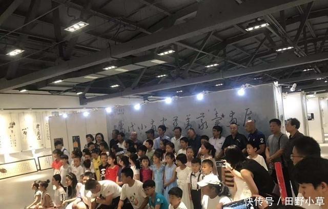 青岛市当代小画家慈善义卖画展开幕