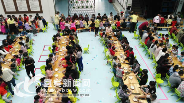 全家粽动员 市志城幼儿园举行亲子包粽子活动