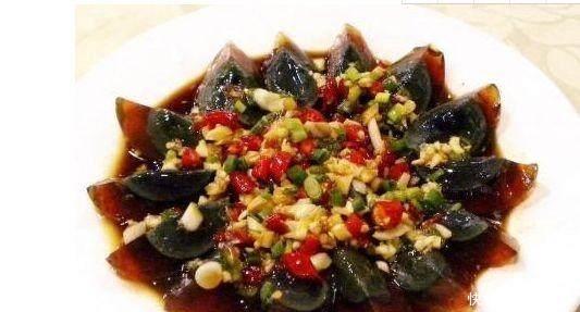 直击:老外吃这些中国美食后的样子,弱毙了!保证