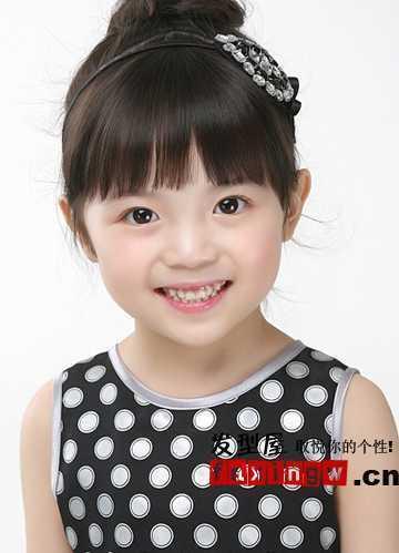 这个小女孩剪什么发型最好看