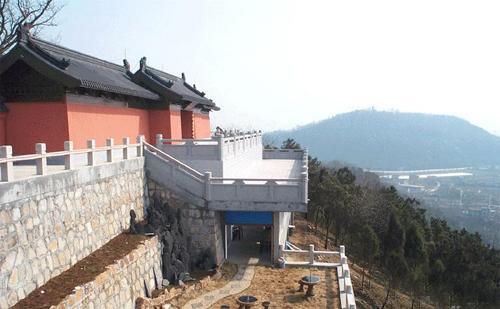 基本概述 狼山风景区位于南通城南六公里长江沿岸的狼山,军山,剑山