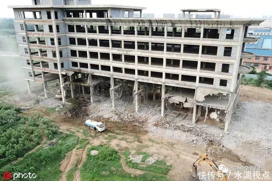 """滨州""""泰坦尼克号""""楼群烂尾十余年!近万平米建筑被拆除!"""