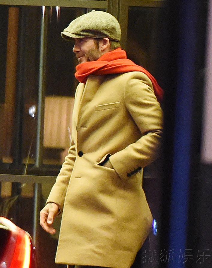 贝克汉姆驼色大衣配贝雷帽