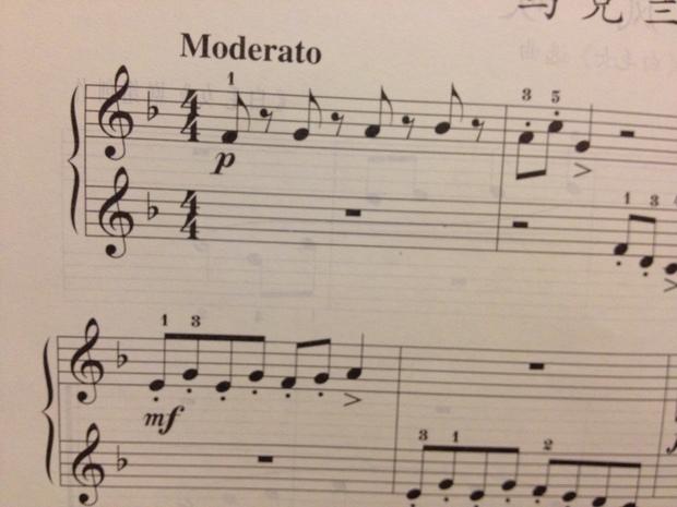 它的do就是低音谱表的第二线上的降号的那个音