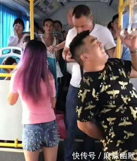惊恐!19岁少女穿这样的裤子乘公交车