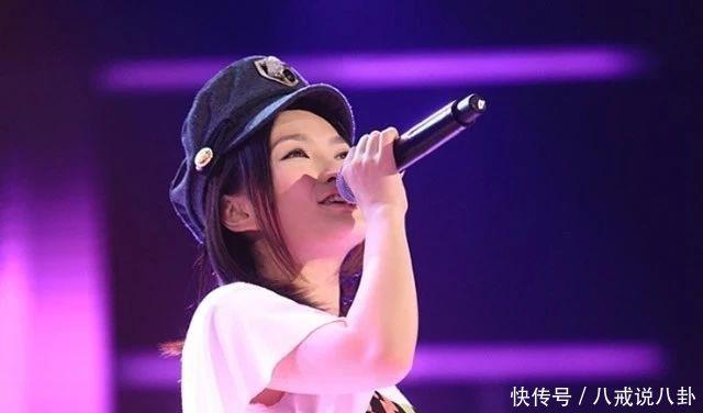 她因中国好声音翻红,41岁逆生长被赞冻龄,身材凹凸有致大变样
