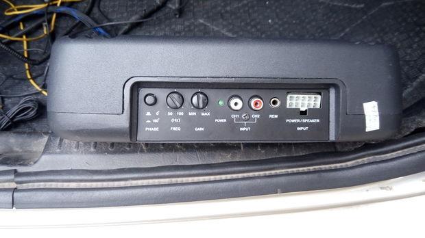 这个是什么汽车功放带低音炮的要怎么接线高清图片