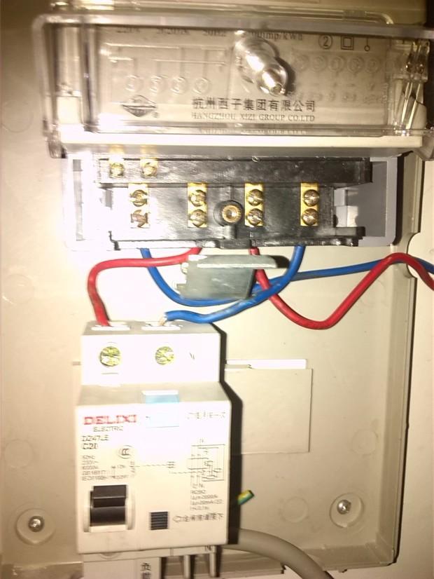 电表接上保护器没有电了谁知道看下怎莫回事是不是线
