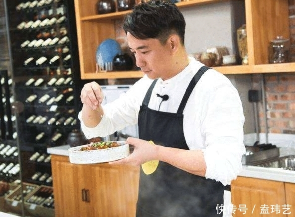 """黄磊海鲜店火了!粉丝吃了80只""""大闸蟹"""",结账时:活该你红!"""