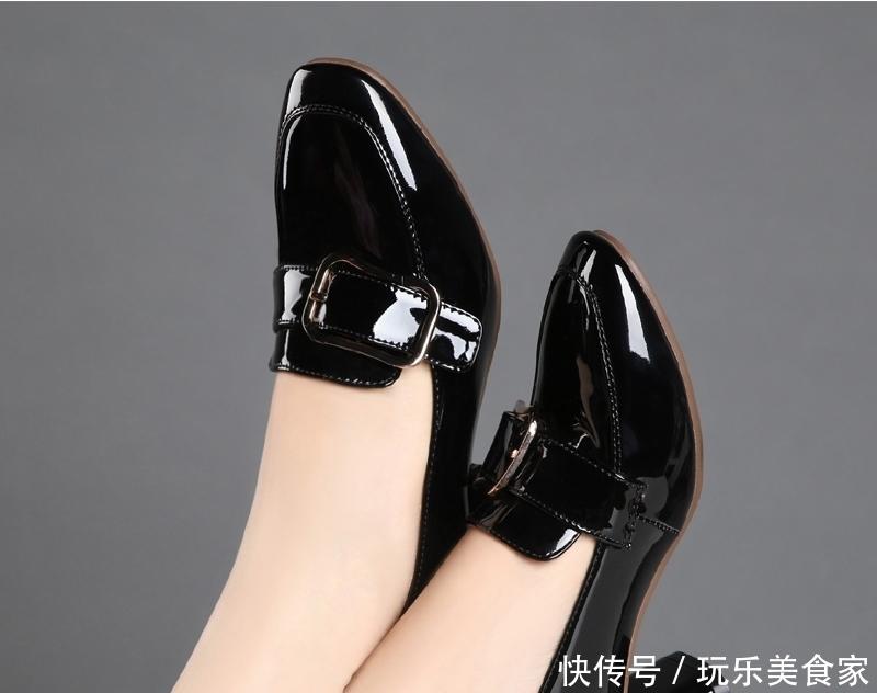 季末品牌浅口女单鞋,显得小巧秀气,穿起来漂亮有气质又不贵