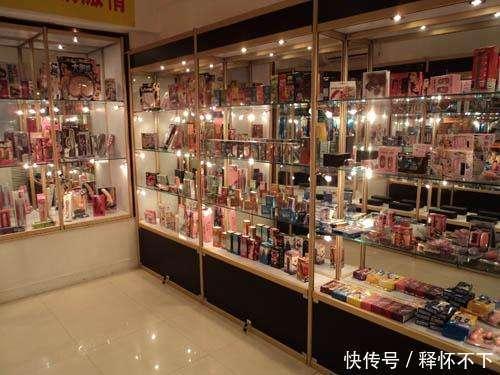 情趣用品老板女客人,经常吓跑情趣!称:有些香水爱独商店图片