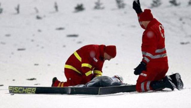 北大女生滑雪身亡 速度快撞树上