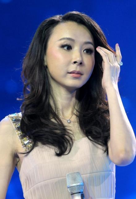 一把年纪装嫩的最高境界不是西门大妈刘晓庆萧蔷,而是72岁的她 -  - 真光 的博客