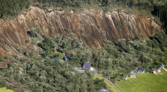日本北海道地震引发山体滑坡 36人下落不明