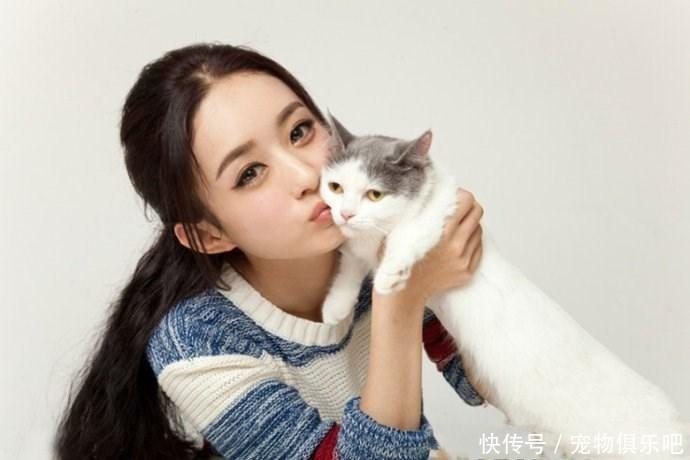 女星与宠物合影:第五个最美,赵丽颖可爱,最后一个实在