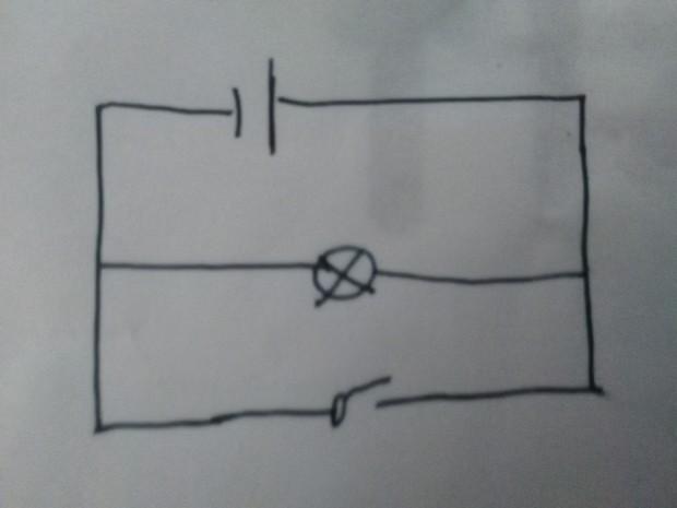 12 这是最简单的物理电学,开关断开,不接通,电源和灯就形成闭合电路