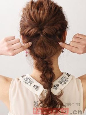 侧边辫子编发图解 彰显优雅时尚气质