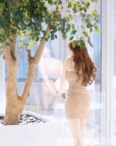 时尚摄影:微胖辣妈婀娜多姿的身材,你给几分?