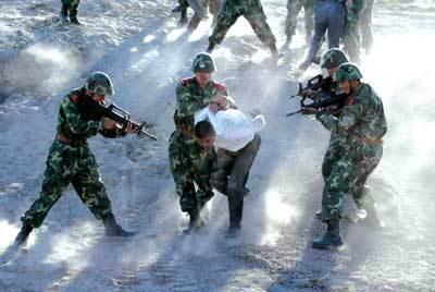 新疆莎车:暴徒投掷爆燃装置砍杀群众致18人伤亡