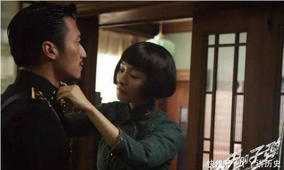 刚跟刘恺威离婚,杨幂就和谢霆锋在一起?亲密照