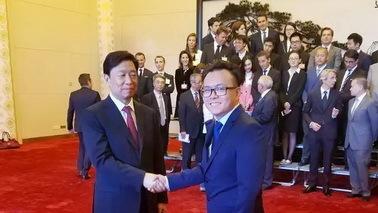国家副主席李源潮接见蚁视CEO覃政 积极鼓励VR创新