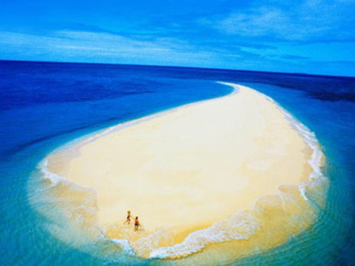 沙岛_简介 澳大利亚摩顿岛,是世界上第三大沙岛,因野生海豚而闻名世界