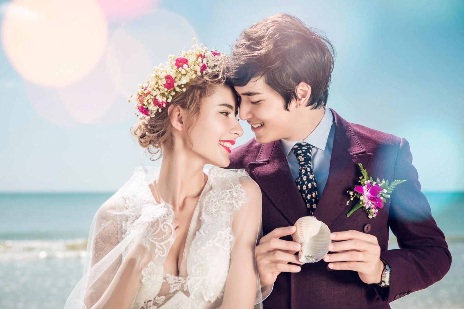 北京兰芙婚纱摄影分享:新郎新娘婚纱礼服搭配经验