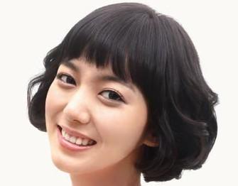齐耳长度灵动俏皮的小短发是最清凉的发型方案
