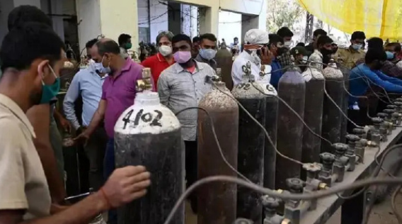 印度男子诉苦医院36小时不供氧,反遭议员回怼:我给你2巴掌!