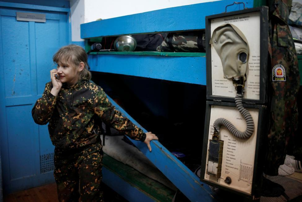 俄童子军训练营 擒拿格斗舞刀弄枪