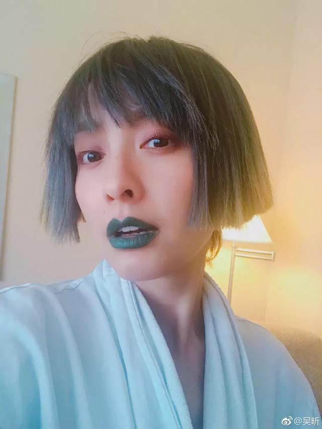 蔡徐坤黑发照片表情包