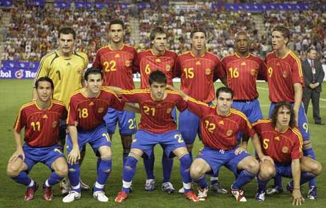 欧洲足球锦标赛上,西班牙与两支最后参演决赛的队伍葡萄牙和希腊,以及图片