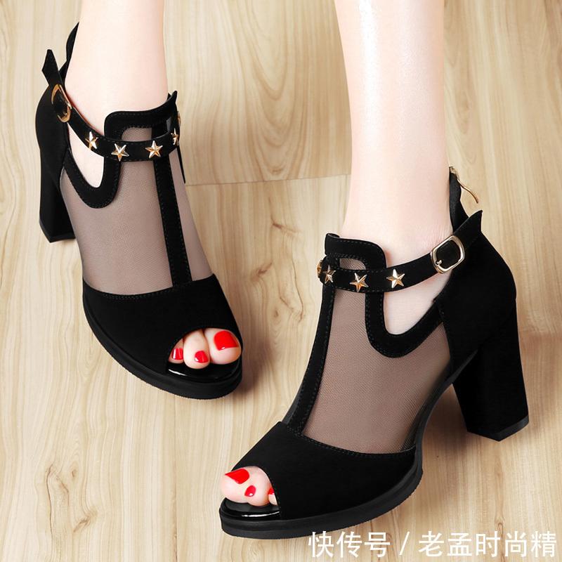 高跟靴该退场,如今流行显瘦高跟鞋,端庄大方,时髦洋气