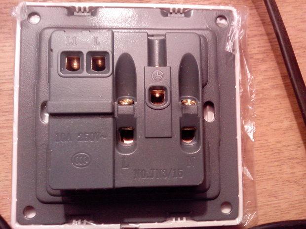 5孔带开关安装空调插座接线图