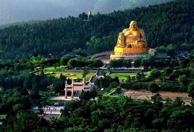 济南千佛山风景区大胜弥勒佛实景之一.