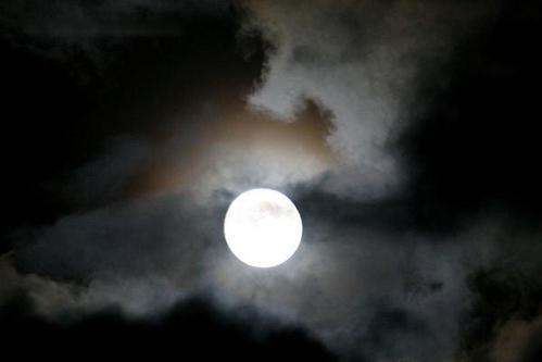 如何拍摄唯美的满月照