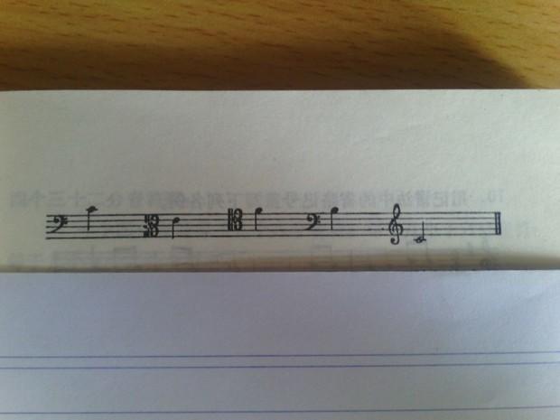 用高音谱表重写下例,实际音高不变 谢谢啦