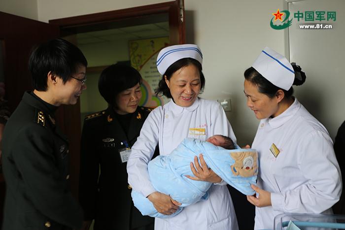 坠机飞行员张浩烈士的妻子生下男婴 母子平安 - 芮清之家 - 芮清仁斋