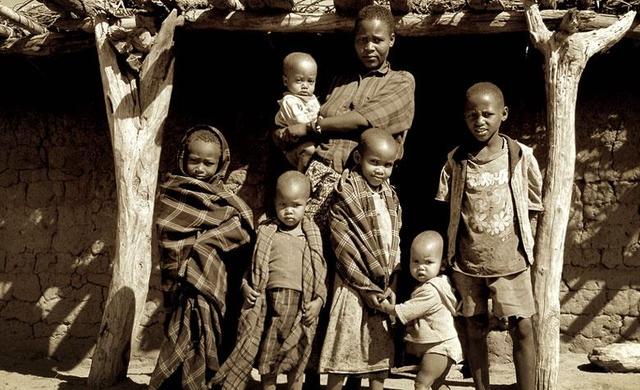 一些非洲人家庭小孩生的多,一直过得很贫困,经常饿肚子 -  - 真光 的博客